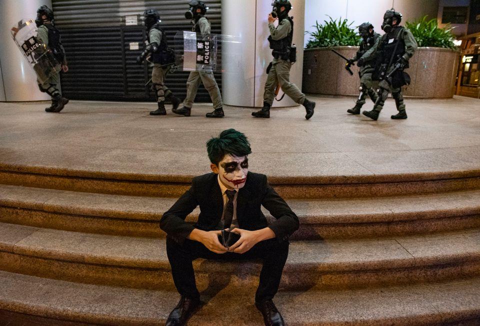 Διαδηλωτής στο Χονγκ...