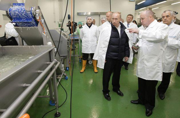 Ο «σεφ του Πούτιν», που «μαγειρεύει» (και) σκιώδεις