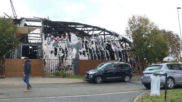 Le chapiteau de Chanteloup-les-Vignes, ici le 3 novembre après l'incendie, sera reconstruit