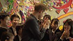 La fan giapponese ci prova con Harry, la risposta del principe è definitiva