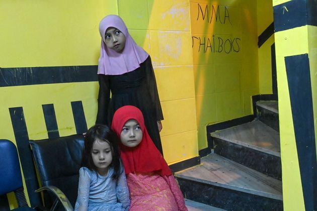 Η σιωπηλή εθνοκάθαρση των Ουιγούρων: Κινέζοι Χαν κοιμούνται με μουσουλμάνες ενώ οι άντρες τους έχουν
