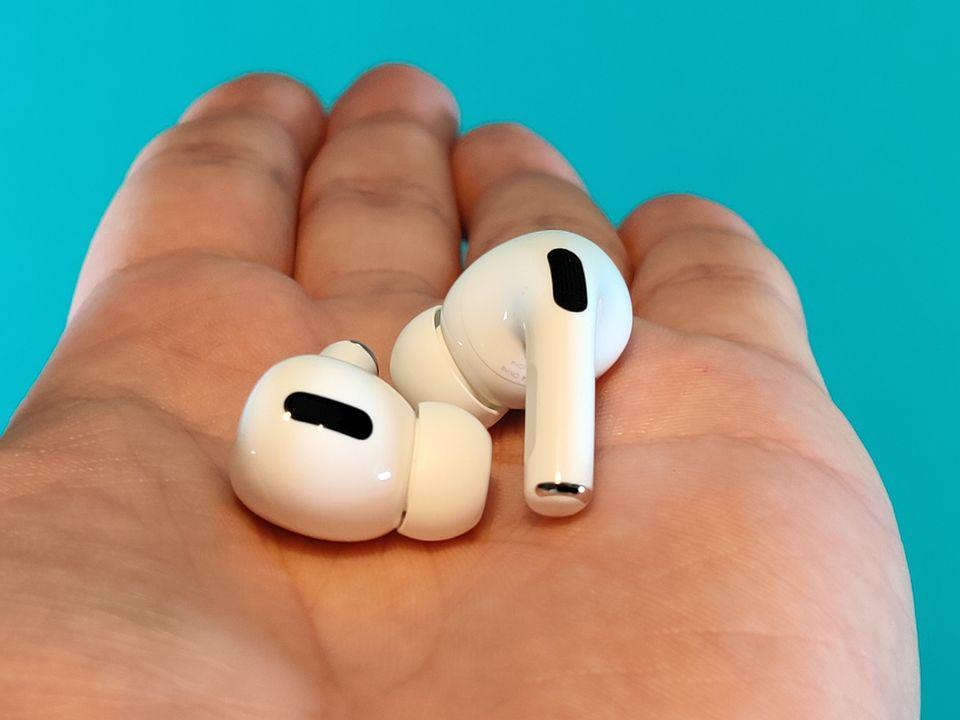 Les Airpods Pro d'Apple sont dotés de deux micros chacun pour analyser le bruit à l'intérieur et à l'extérieur...