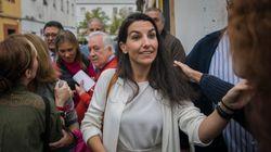 Vox criminaliza a los 'menas' con una protesta en Sevilla, pero los vecinos niegan que haya problemas con