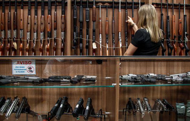 De acordo com estimativas de institutos da área de segurança, houve um aumento de quase...