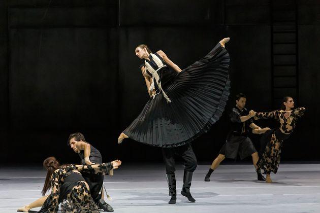 «Χορός με τη σκιά μου». Από την πρόβα του Μπαλέτου της Εθνικής Λυρικής