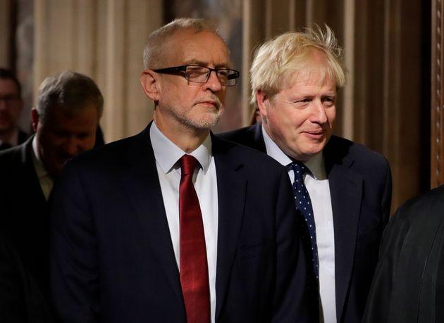 Johnson ha 13 punti di vantaggio su Corbyn. Rispunta il caso