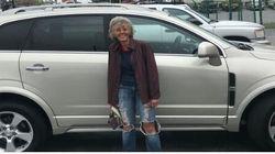 ΗΠΑ: 60χρονη περπατούσε 19χλμ για την δουλειά - Συνάδελφοι της αγόρασαν ολοκαίνουριο