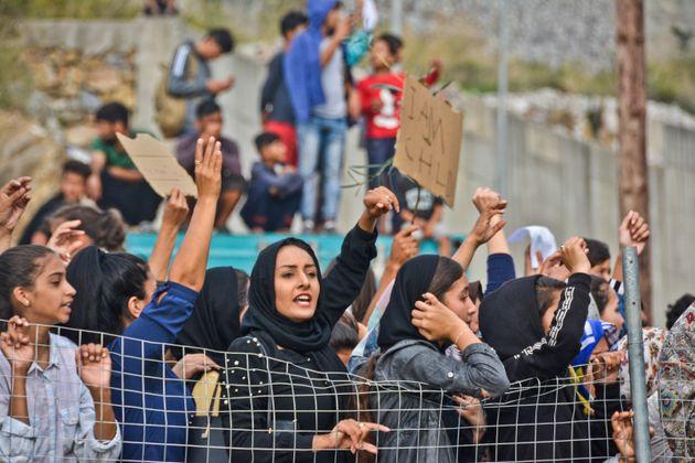 Πρόσφυγες και μετανάστες διαδηλώνουν για τις συνθήκες διαβίωσής τους στην Σάμο, στις 18 Οκτωβρίου 2019