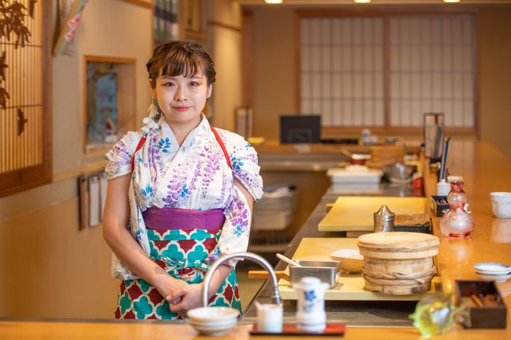 Yuki Chizui runs a sushi restaurant in Tokyo where the staff is all women.