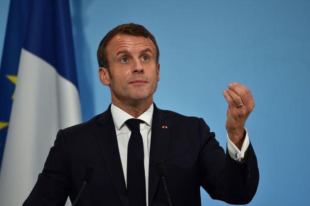 Sull'immigrazione Macron svolta sempre più a
