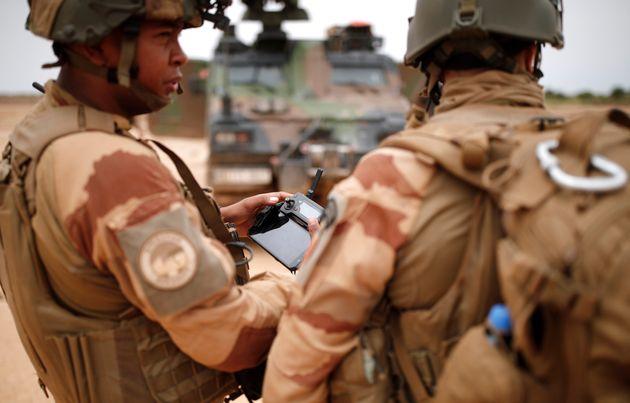 Des soldats de l'opérationBarkhane photographiés dans le Gourma malien le 28 juillet....