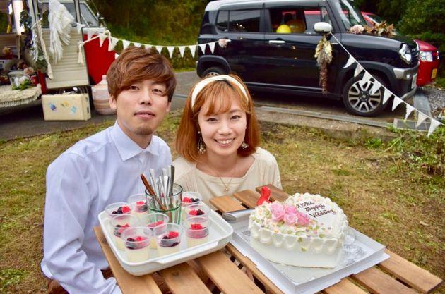 (左から)結婚1周年のパーティーにて、菅原拓也さん・菅原恵利さん