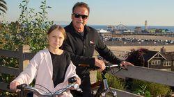 シュワルツェネッガーさん、グレタさんと共にサイクリングを楽しむ。「私の友人であり、ヒーローの1人」