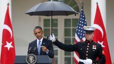 'Daily Show' Mengolok-Olok Impeachment Kontroversi Dengan Membandingkannya Dengan Obama Skandal