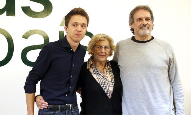 El candidato a presidente del Gobierno de Más País, Iñigo Errejón, junto a la ex alcaldesa de Madrid...