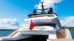 Royal Falcon One: Μέσα στο «πλωτό διαστημόπλοιο» της
