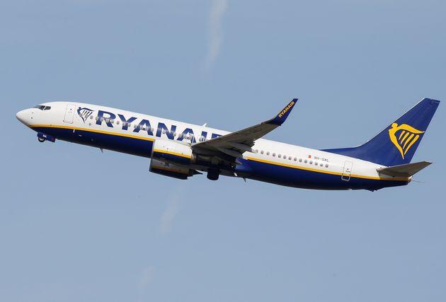 Ο Guardian αποκαλύπτει πως η Ryanair έχει καθηλώσει τρία αεροσκάφη της λόγω