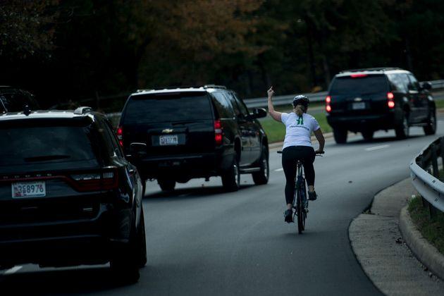 La cycliste qui avait fait un doigt d'honneur à Trump remporte une élection