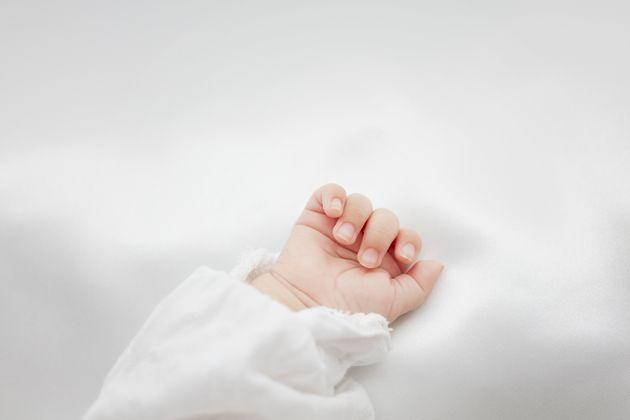 Bimbo di 4 mesi con una rarissima malattia abbandonato in ospedale a Torino dai