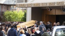 Lacrime e silenzio ai funerali di Luca Sacchi. Il cugino: