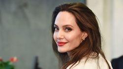 """Angelina Jolie posa nuda a 44 anni: """"Il mio corpo ha attraversato molto negli ultimi"""