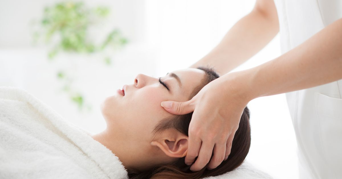 Do We Really Need Trendy Scalp Facials? Here's What Experts Say.
