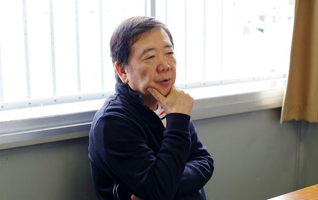 鴻上さんが作・演出を手がけた舞台『地球防衛隊苦情処理係』の東京公演が11月24日まで上演中