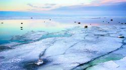 Ένα θεαματικό φαινόμενο στην Φινλανδία – Παράξενες μπάλες πάγου κάλυψαν μια ολόκληρη