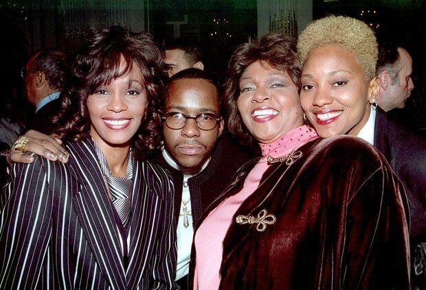 Robyn Crawford (à droite sur la photo) se confie sur sa relation amoureuse avec Whitney Houston...