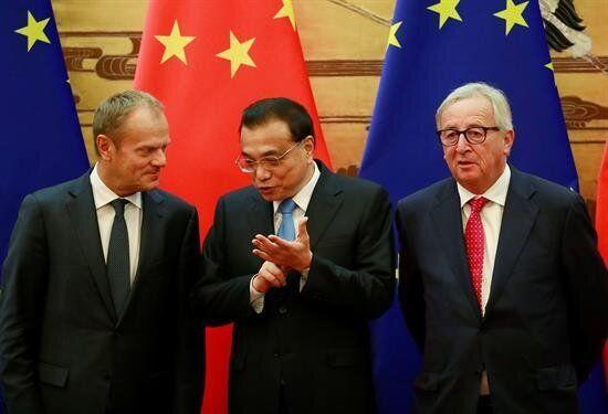 Li Keqiang, Donald Tusk, Jean-Claude Juncker en imagen de