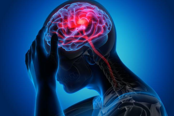 Comme l'AVC, l'AIT est causé par l'interruption de la circulation sanguine qui prive d'oxygène les zones du cerveau touchées.