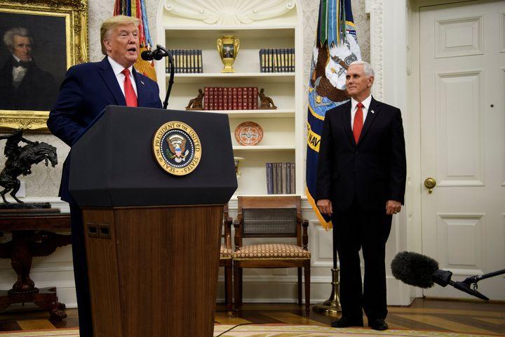 Selon une théorie un peu folle, le vice-président des États-Unis aurait soutenu l'idée de renverser le locataire de la Maison Blanche au nom de sa santé mentale.