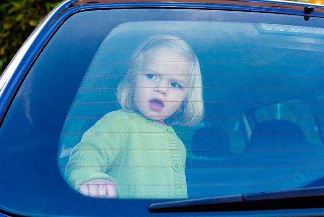 Dispositif anti-oubli de bébé obligatoire dans les voitures en