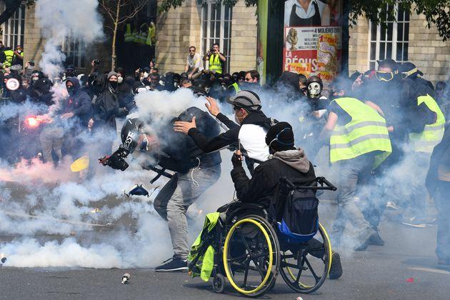 C'est pour des violences qui auraient été commises contre des gilets jaunes en marge du défilé du 1er...