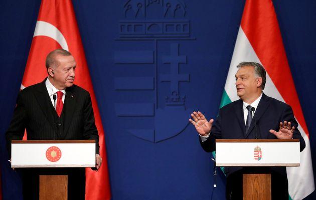 «Ειδύλλιο» μεταξύ Ερντογάν - Όρμπαν στην Βουδαπέστη. Ο Ούγγρος εθνικιστής συγκαταλέγεται μεταξύ των ολίγων τακτικών συνομιλητών του Τούρκου Προέδρου εσχάτως. 7 Νοεμβρίου 2019.