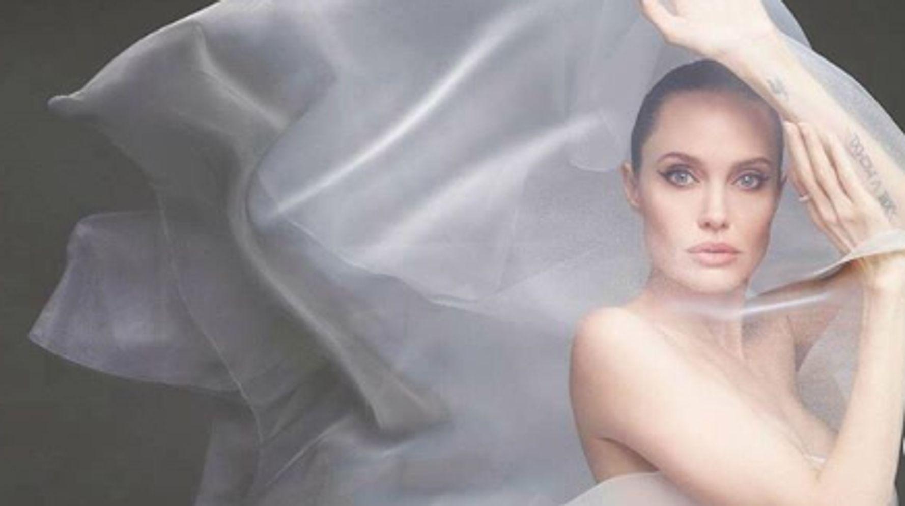 Angelina Jolie pose nue pour le Harper's Bazaar