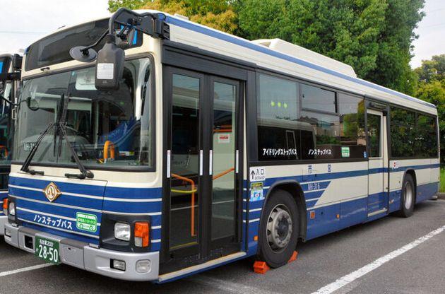 双子用ベビーカーの女性、名古屋市営バスが乗車拒否か。車いす用スロープの使用を求めたら...