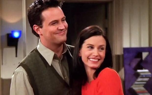 Monica y Chandler en