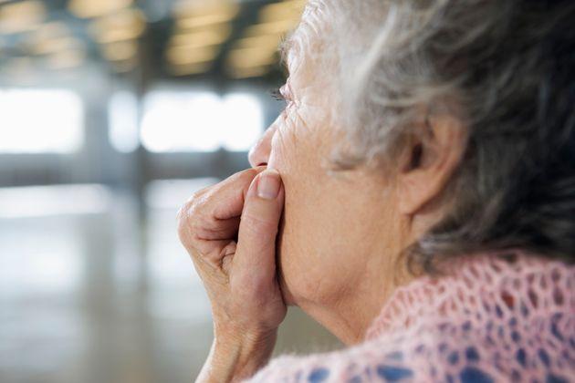 Truffavano gli anziani, 51 persone arrestate tra Napoli, Milano e la