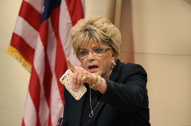 Η δήμαρχος του Λας Βέγκας κατά την συνεδρίαση για την ψήφιση του μέτρου.