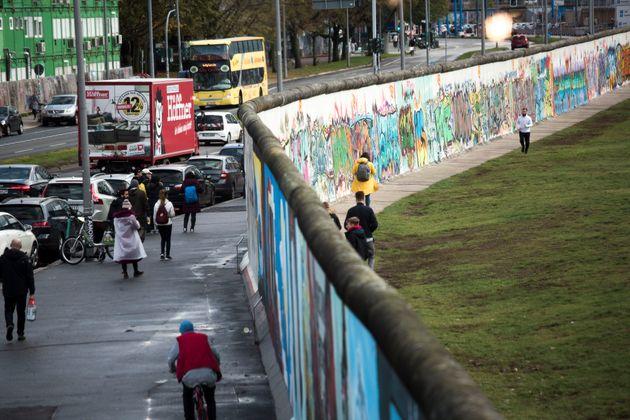 Trent'anni dalla caduta del muro di Berlino e molti muri ancora da