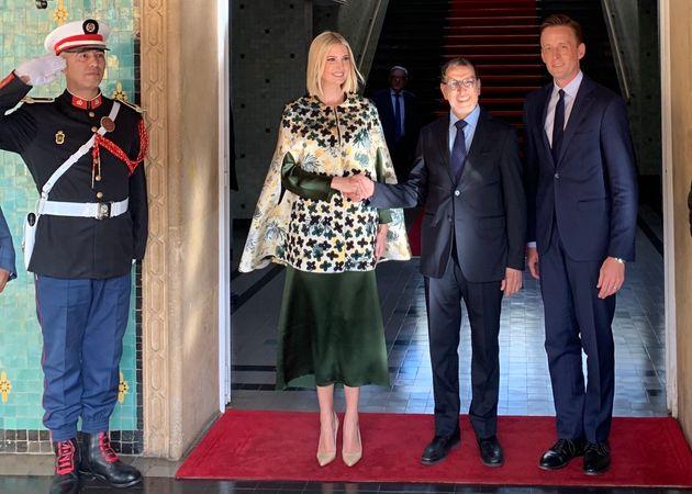 Ivanka Trump, conseillère du président américain Donald Trump, en train de serrer la main de Saad Eddine...