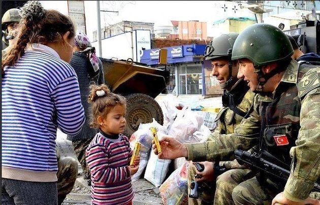 Συρία: Προπαγάνδα στο Twitter με εικόνες «φιλεύσπλαχνων» Τούρκων