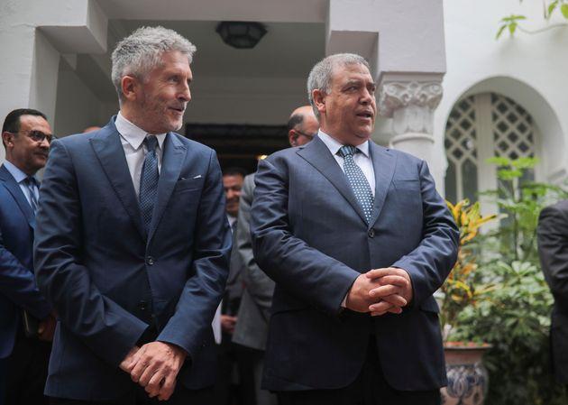 Le ministre espagnol de l'Intérieur Fernando Grande-Marlaska (à gauche), et le ministre...