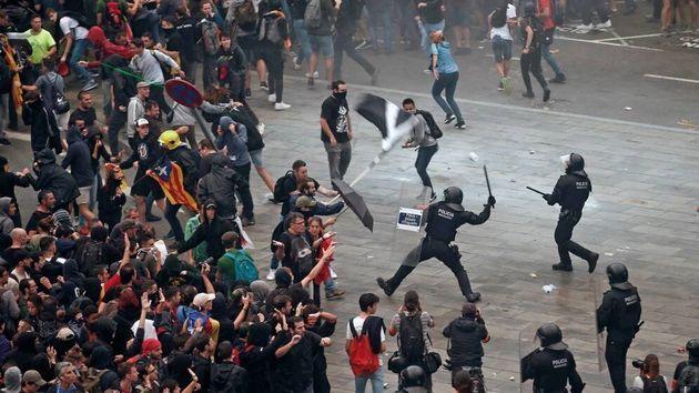 Activistas independentistas intentan paralizar el Aeropuerto de El
