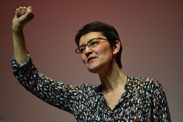 Nathalie Arthaud lors d'un meeting pour les européennes à la Mutualité à