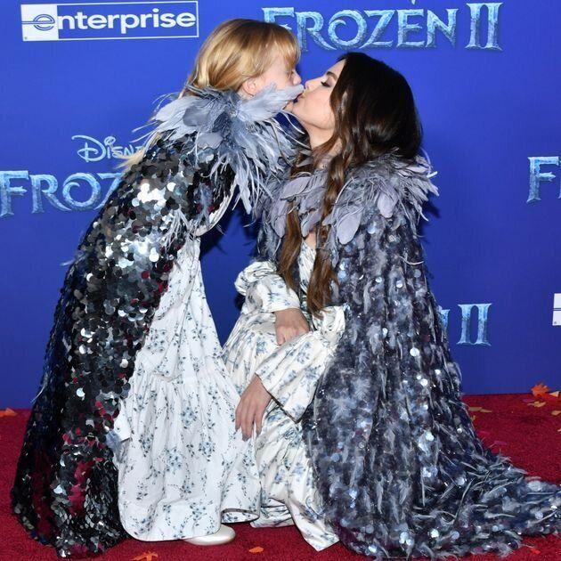 """Selena Gomez et sa sœur sur le tapis de """"La Reine des neiges 2"""" vont vous faire"""
