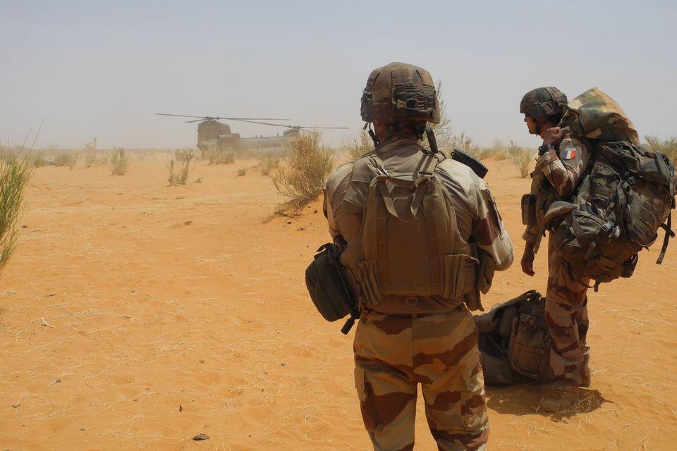 Deux soldats français photographiés au mois de mars au