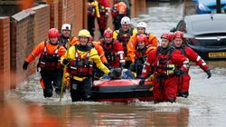Βρετανία: Πλημμύρες από τις σφοδρές καταιγίδες - Νεκρή μια