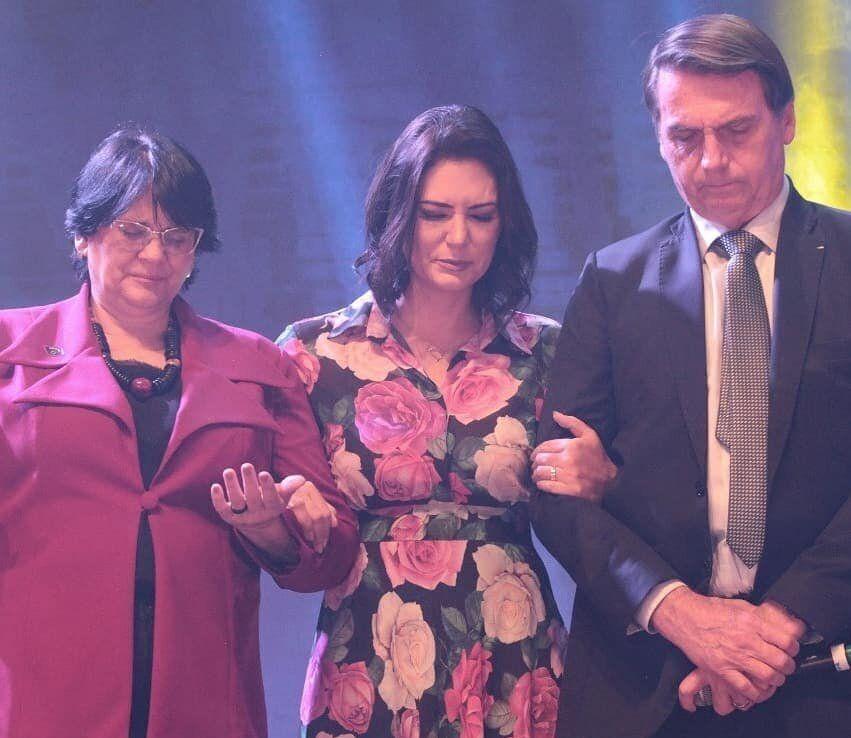 Damares acompanhou Jair e Michelle Bolsonaro em culto e em ida ao cinema para assistir ao filme Superação,...